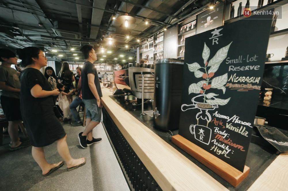 Một quán Starbucks hoành tráng đã thay thế Highlands Nhà Thờ - nơi bao hot boy, hot girl Hà Nội đã từng check-in! - Ảnh 3.