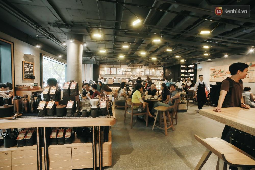 Một quán Starbucks hoành tráng đã thay thế Highlands Nhà Thờ - nơi bao hot boy, hot girl Hà Nội đã từng check-in! - Ảnh 4.