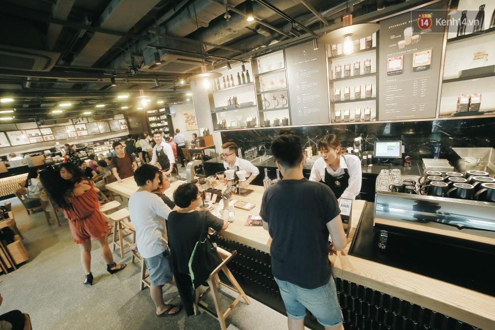 Một quán Starbucks hoành tráng đã thay thế Highlands Nhà Thờ - nơi bao hot boy, hot girl Hà Nội đã từng check-in! - Ảnh 7.