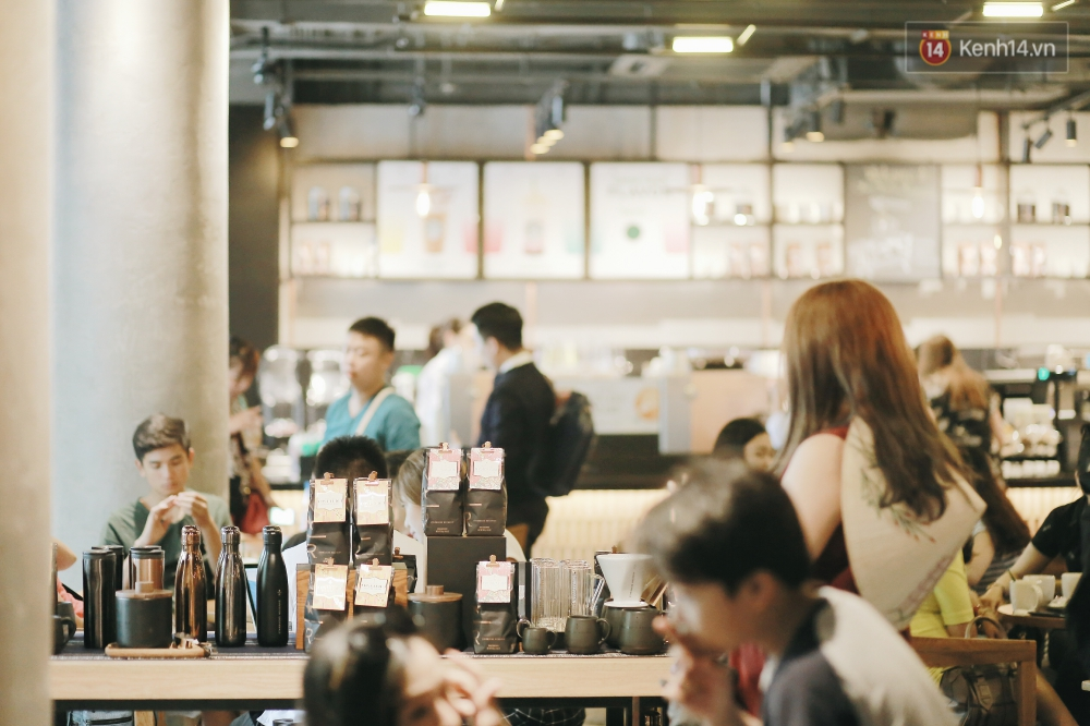Một quán Starbucks hoành tráng đã thay thế Highlands Nhà Thờ - nơi bao hot boy, hot girl Hà Nội đã từng check-in! - Ảnh 6.