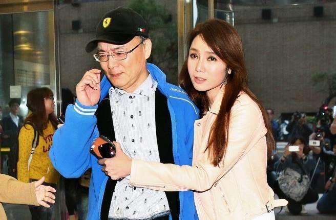 Helen Thanh Đào gây sốc showbiz Đài Loan khi thừa nhận nói dối học trường khủng, mẹ qua đời - Ảnh 6.
