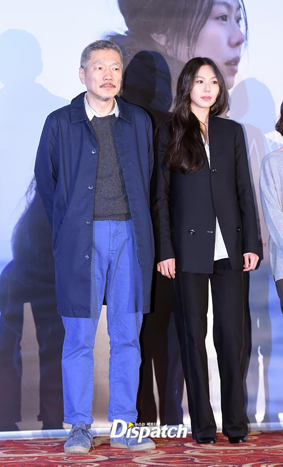 Sau khi bỏ vợ, đạo diễn già đeo nhẫn đôi và tỏ tình công khai với Kim Min Hee tại sự kiện - Ảnh 9.