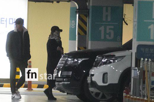 Clip: Song Joong Ki và Song Hye Kyo về nước sau tuần trăng mật, nhưng sao xa cách thế này? - Ảnh 7.