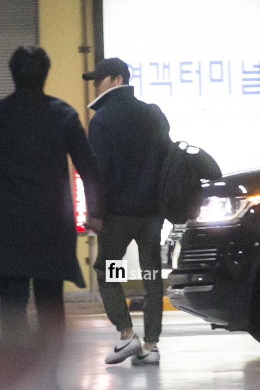 Clip: Song Joong Ki và Song Hye Kyo về nước sau tuần trăng mật, nhưng sao xa cách thế này? - Ảnh 11.
