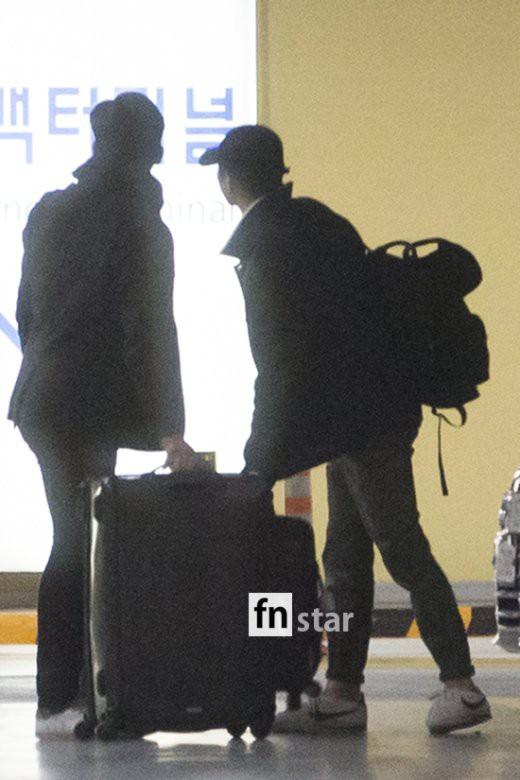 Clip: Song Joong Ki và Song Hye Kyo về nước sau tuần trăng mật, nhưng sao xa cách thế này? - Ảnh 12.