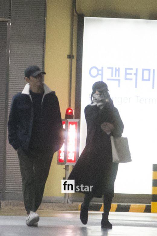 Clip: Song Joong Ki và Song Hye Kyo về nước sau tuần trăng mật, nhưng sao xa cách thế này? - Ảnh 5.