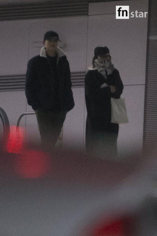 Clip: Song Joong Ki và Song Hye Kyo về nước sau tuần trăng mật, nhưng sao xa cách thế này? - Ảnh 3.