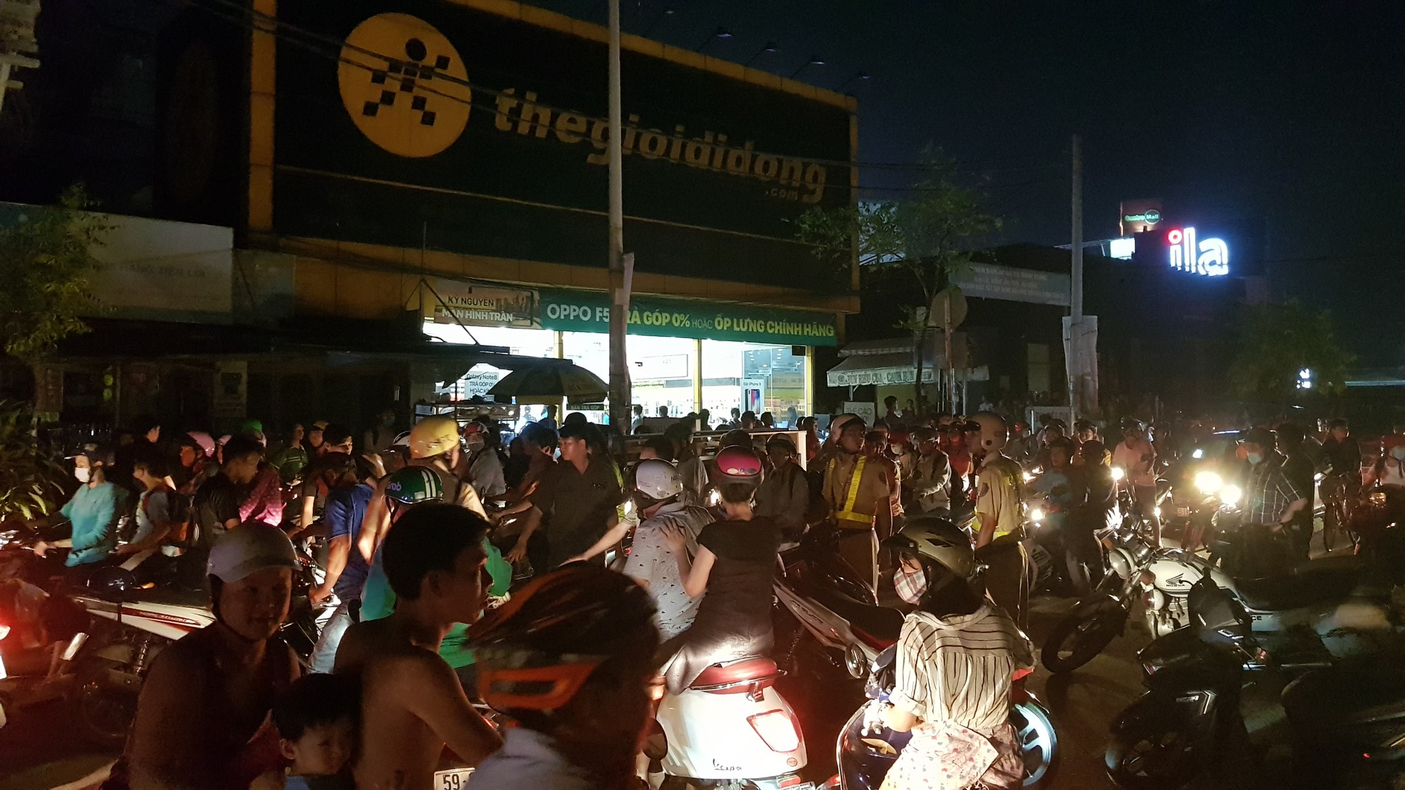 Quán lẩu dê ở Sài Gòn phát hoả, hàng trăm thực khách tháo chạy tán loạn - Ảnh 5.
