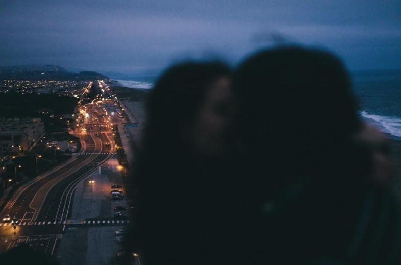 Có phải yêu nhau càng lâu thì tình yêu càng nhạt? - Ảnh 2.