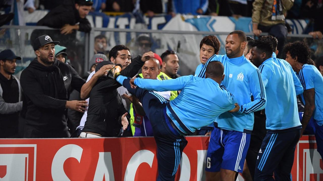 Evra bị treo giò 7 tháng, bị Marseille hủy hợp đồng: Đạp một phát, tan nát luôn sự nghiệp - Ảnh 1.