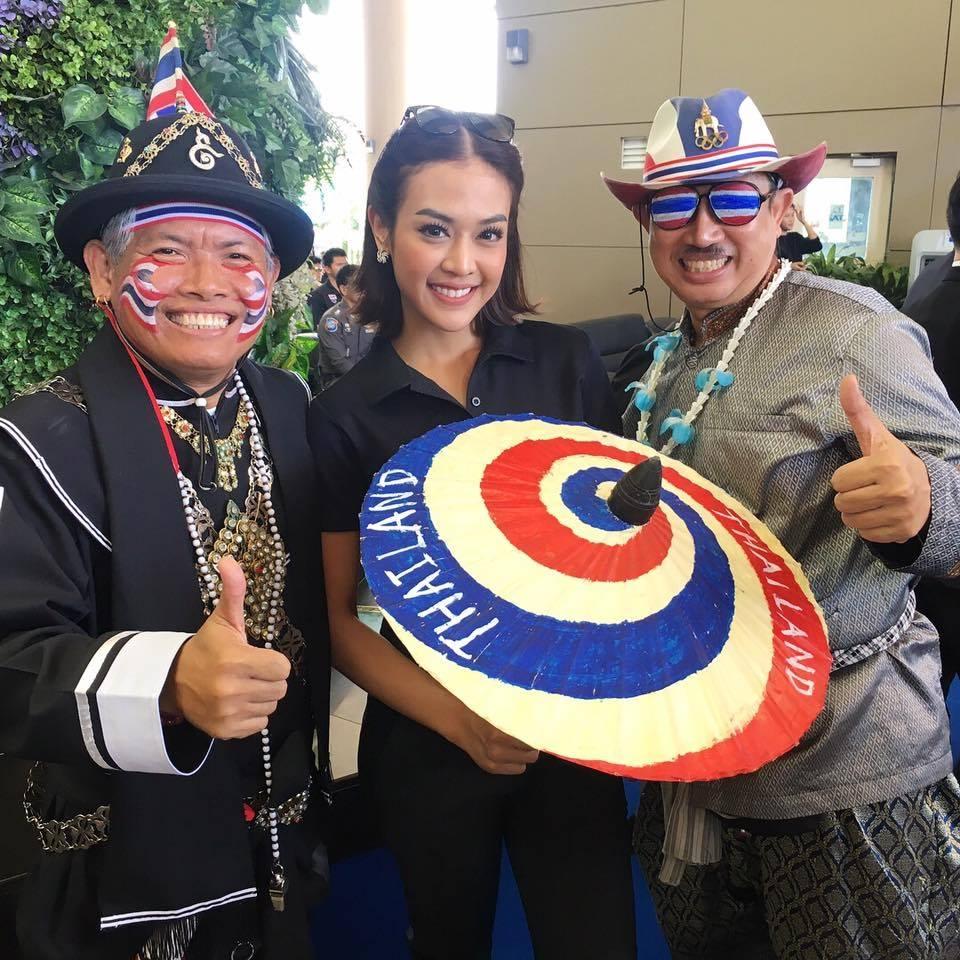 Nữ phóng viên Thái Lan đẹp hút mắt ở SEA Games 29 - Ảnh 1.