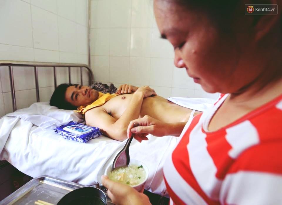 Câu chuyện về người phụ nữ cụt 2 chân chăm chồng liệt nửa người suốt 5 năm - Ảnh 3.