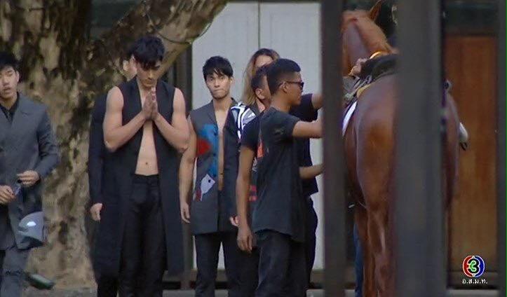 The Face Men tập 3: Bắt học trò cởi áo khoe body, HLV Lukkade vẫn thua cuộc! - Ảnh 8.