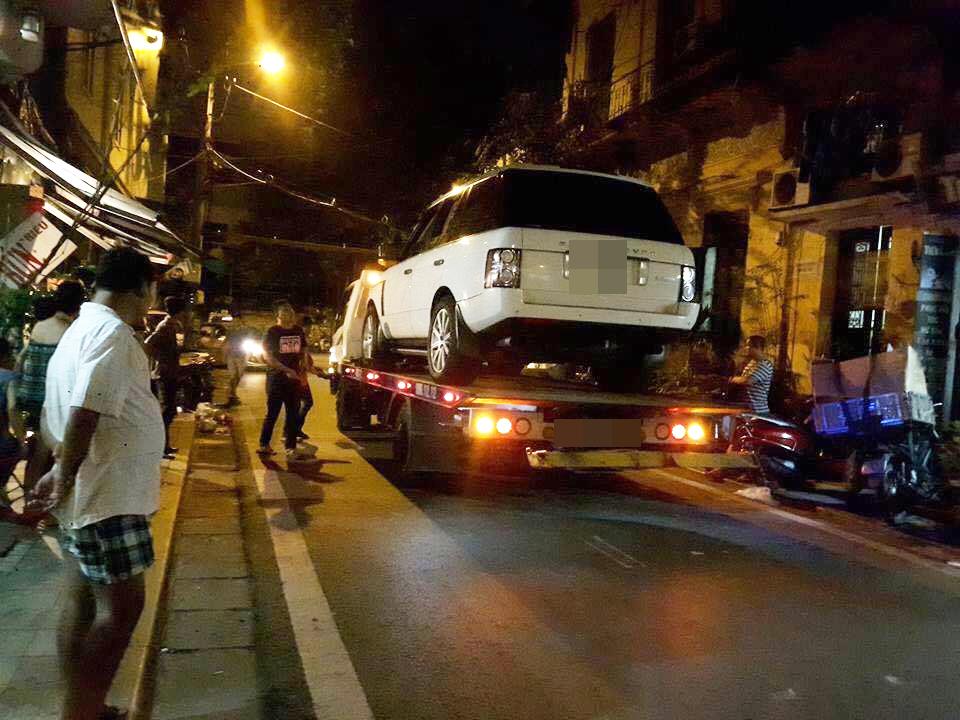 Hà Nội: Chơi đùa cùng anh trai, cháu bé 19 tháng tuổi bị xe Range Rover tông tử vong - Ảnh 2.
