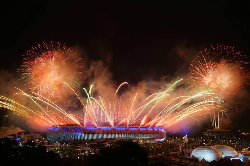 Lễ hội sắc màu rực rỡ khai màn SEA Games 29 - Ảnh 2.