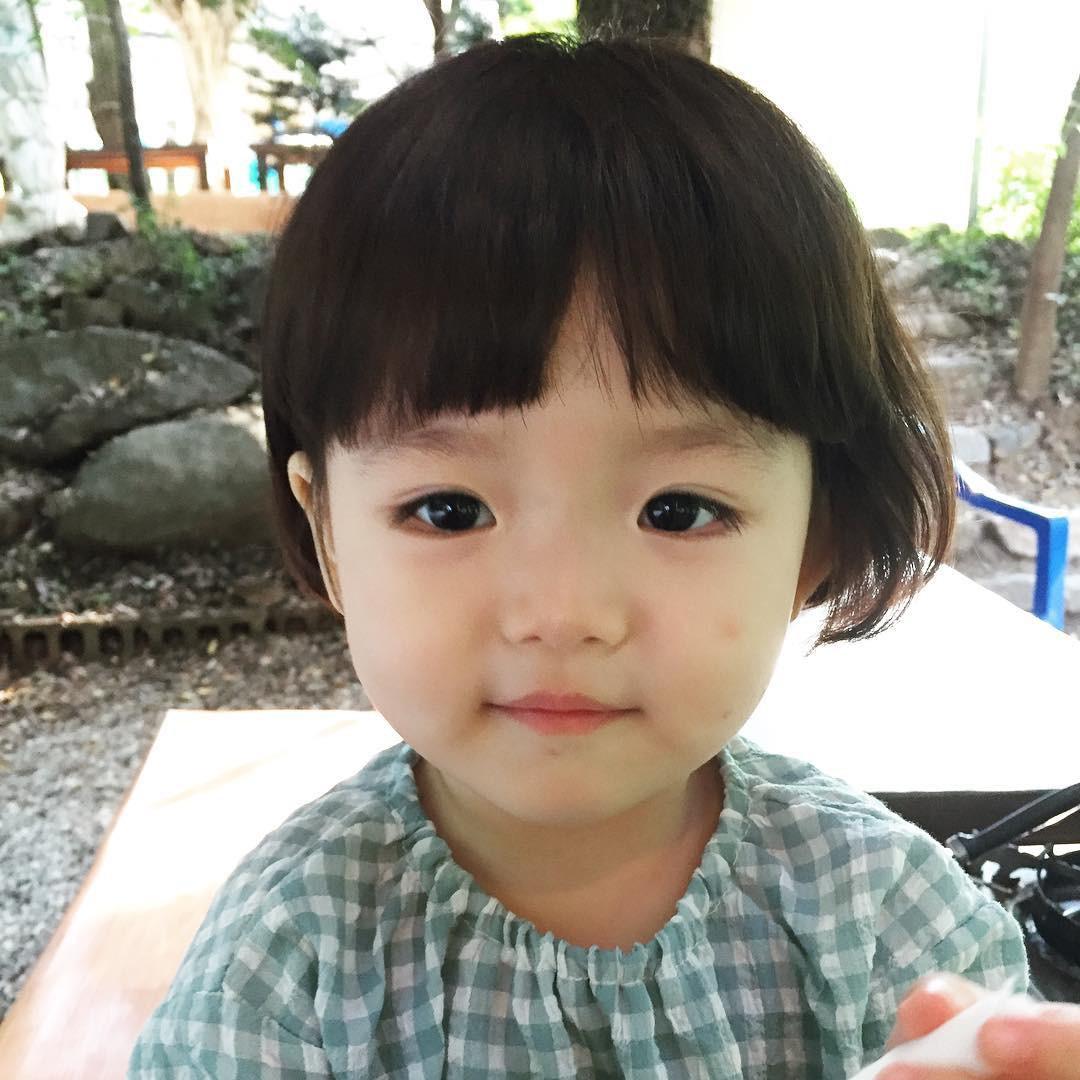 Mẹo Nuôi Con: Cô nhóc Hàn Quốc đáng yêu đến độ xem ảnh chỉ muốn sinh con gái ngay và luôn