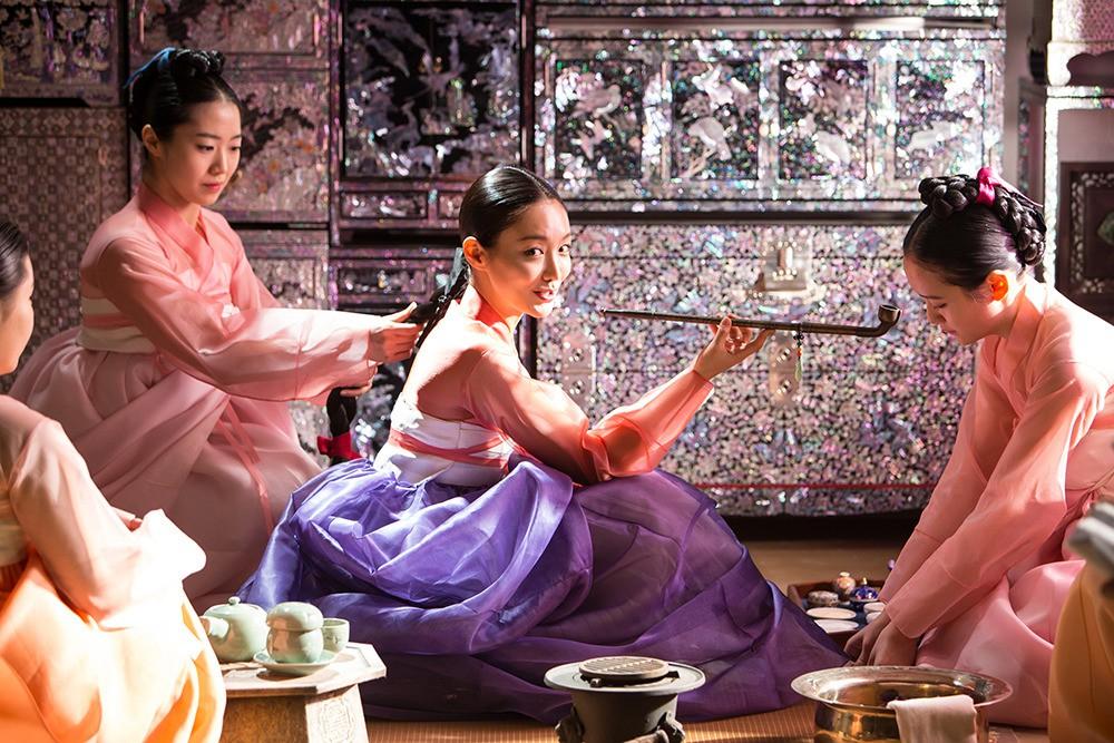 Từ hanbok tới thời trang hiện đại: Mãn nhãn với 8 phim Hàn có trang phục đẹp nhất màn ảnh - Ảnh 7.
