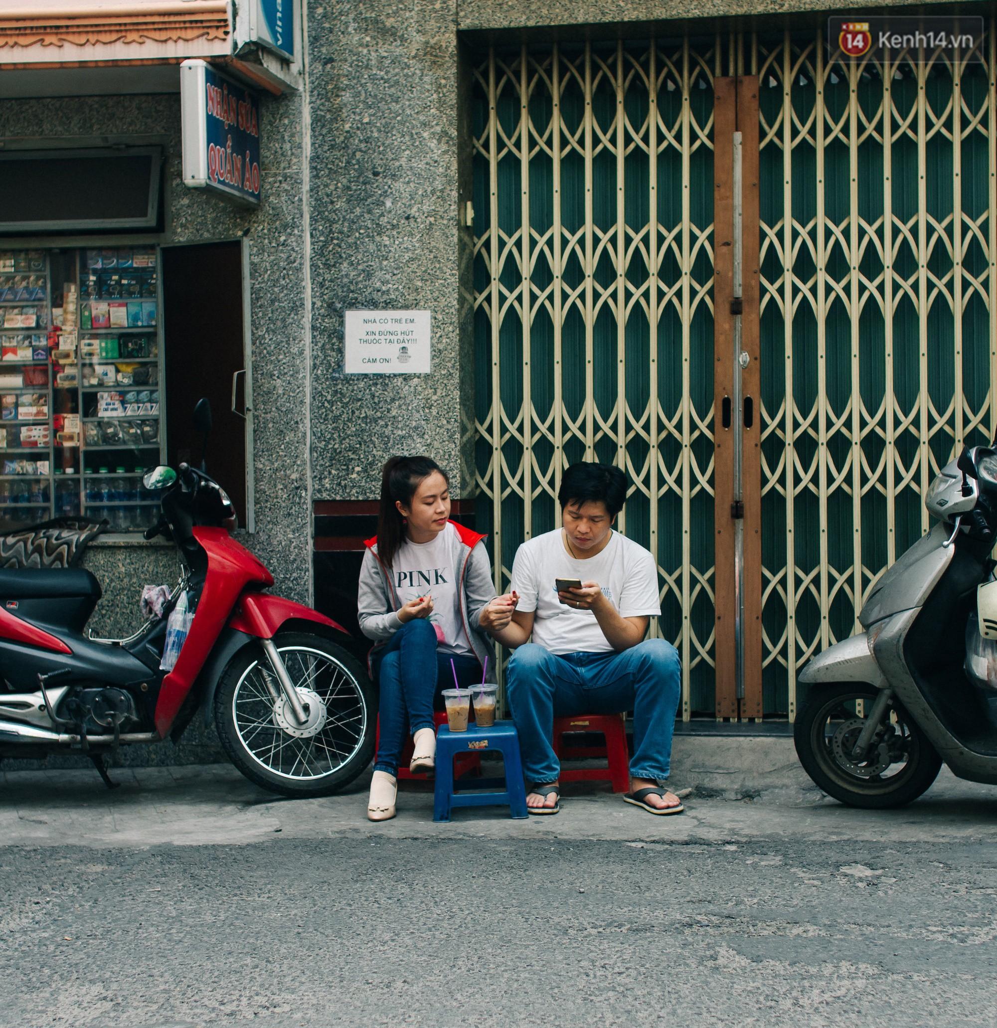Chùm ảnh: Người Sài Gòn và thói quen uống cafe cóc từ lúc mặt trời chưa ló dạng cho đến chiều tà - Ảnh 13.
