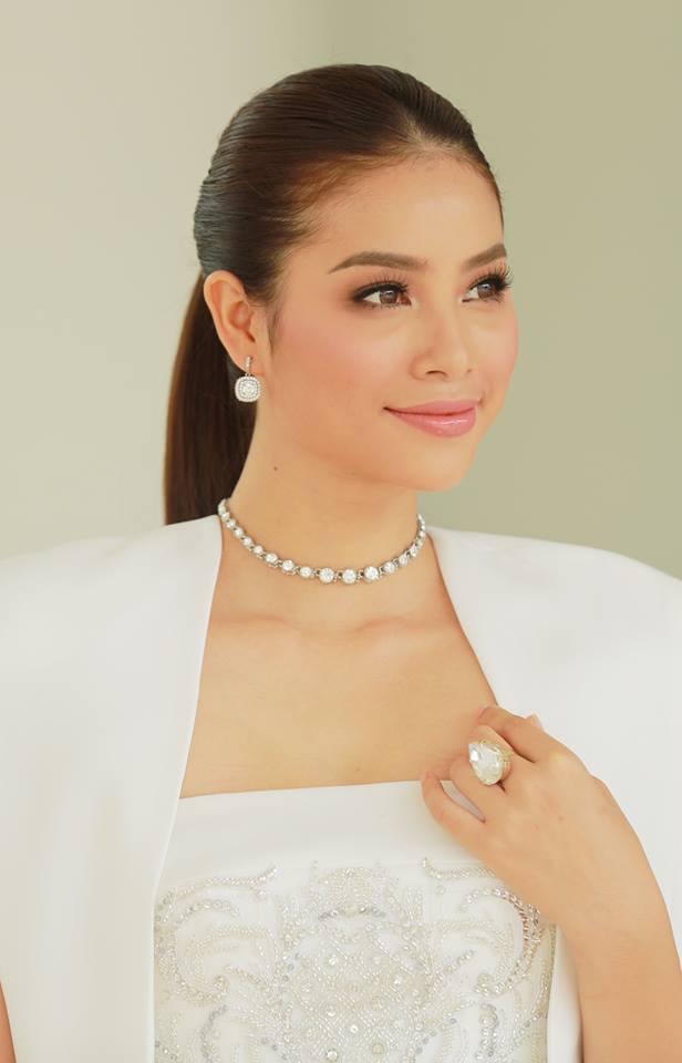 Hoàng Thùy - Mâu Thủy phong cách đối lập trong ngày thi phỏng vấn Hoa hậu Hoàn vũ - Ảnh 1.