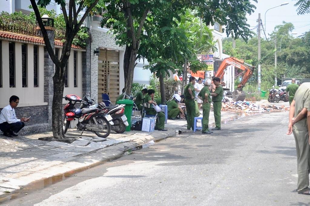 Đồng đội nghẹn ngào tiễn đưa chiến sĩ PCCC hy sinh khi tham gia dập lửa tại ngôi nhà ở Sài Gòn - Ảnh 17.