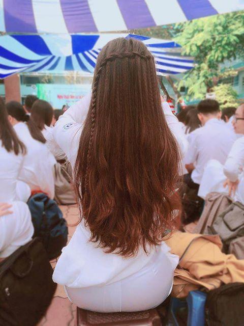 Phía sau một cô gái phiên bản nữ sinh: chỉ mái tóc và vóc dáng thôi cũng xao xuyến không thể rời mắt - Ảnh 1.