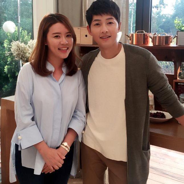 Lộ clip hiếm hoi Song - Song ăn sáng tại nhà hàng Mỹ trong chuyến du lịch chụp hình cưới - Ảnh 4.