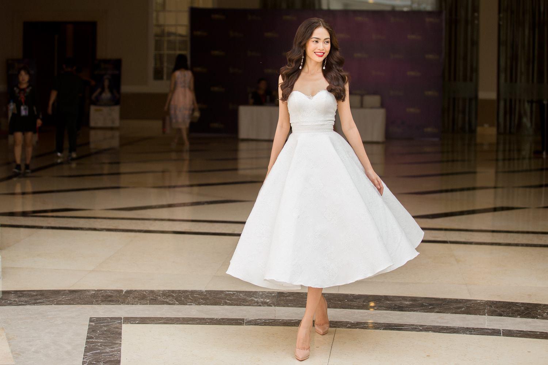 Hoàng Thùy - Mâu Thủy phong cách đối lập trong ngày thi phỏng vấn Hoa hậu Hoàn vũ - Ảnh 4.