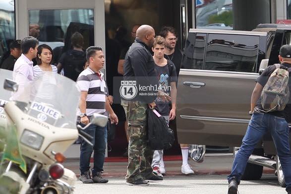 Độc quyền: The Chainsmokers được Phillip đón ngay tại chân chuyên cơ ở Tân Sơn Nhất, thân thiện vẫy tay chào fan Việt - Ảnh 5.