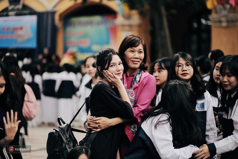 Trường Phan Đình Phùng: Không chỉ hotboy cầm cờ, cô bạn lai này cũng gây chú ý vì rất đáng yêu - Ảnh 5.