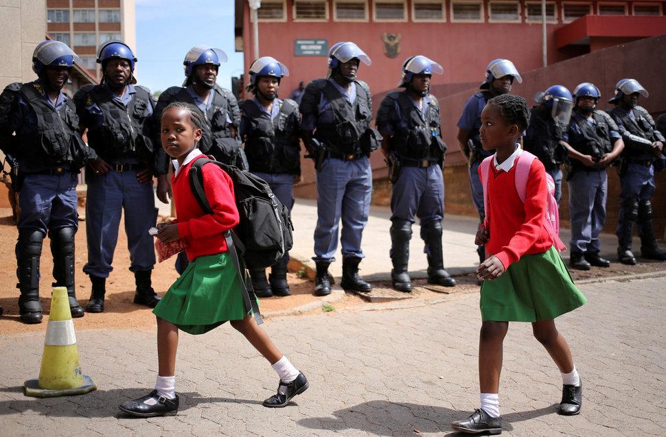 Quốc tế con gái 11/10: Hành trình đến trường gian nan của những bé gái trên toàn thế giới - Ảnh 3.