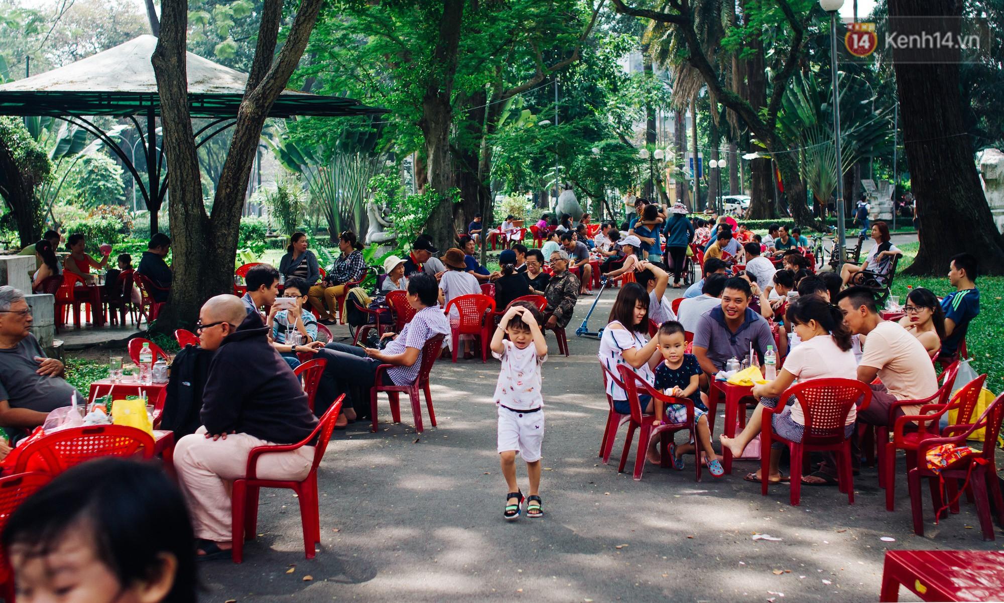 Chùm ảnh: Người Sài Gòn và thói quen uống cafe cóc từ lúc mặt trời chưa ló dạng cho đến chiều tà - Ảnh 14.