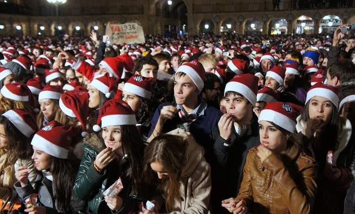 Những phong tục đón năm mới kỳ lạ của các nước mà bạn sẽ muốn thử ít nhất một lần trong đời - Ảnh 13.