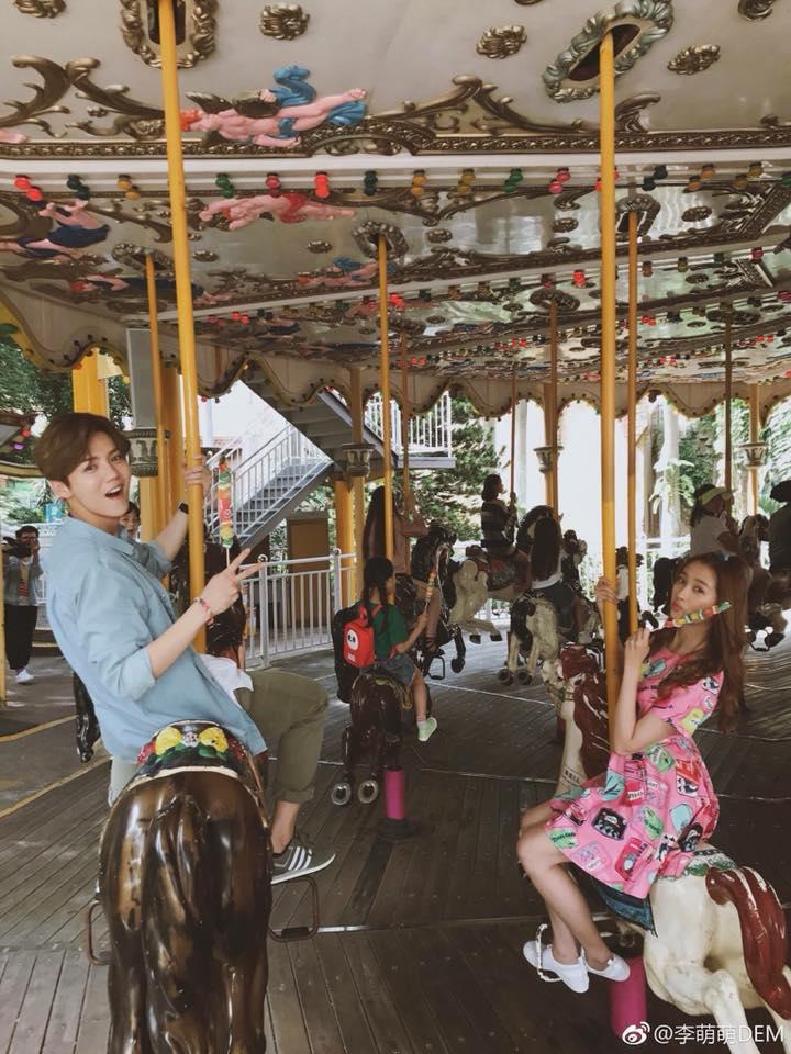 Hé lộ hình ảnh về nụ hôn của Luhan và bạn gái gia thế khủng mà fan hằng kiếm tìm - Ảnh 2.