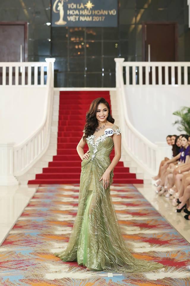 Mâu Thủy bất ngờ rớt khỏi top thí sinh xuất sắc nhất Hoa hậu Hoàn vũ chỉ vì sợ độ cao - Ảnh 2.