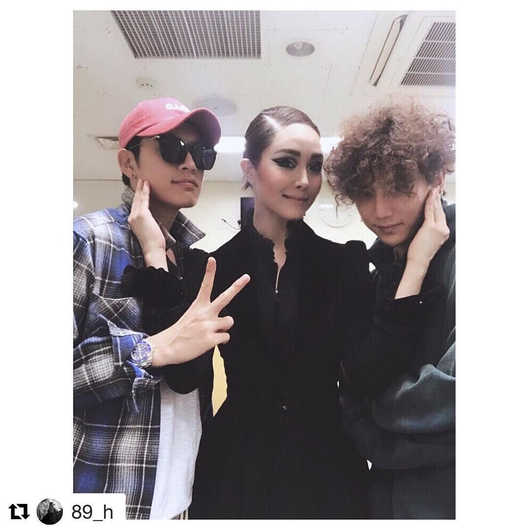 Cặp đôi vàng Song Joong Ki và Song Hye Kyo cùng loạt sao hạng A rạng rỡ đến ủng hộ nữ ca sĩ quyền lực - Ảnh 3.