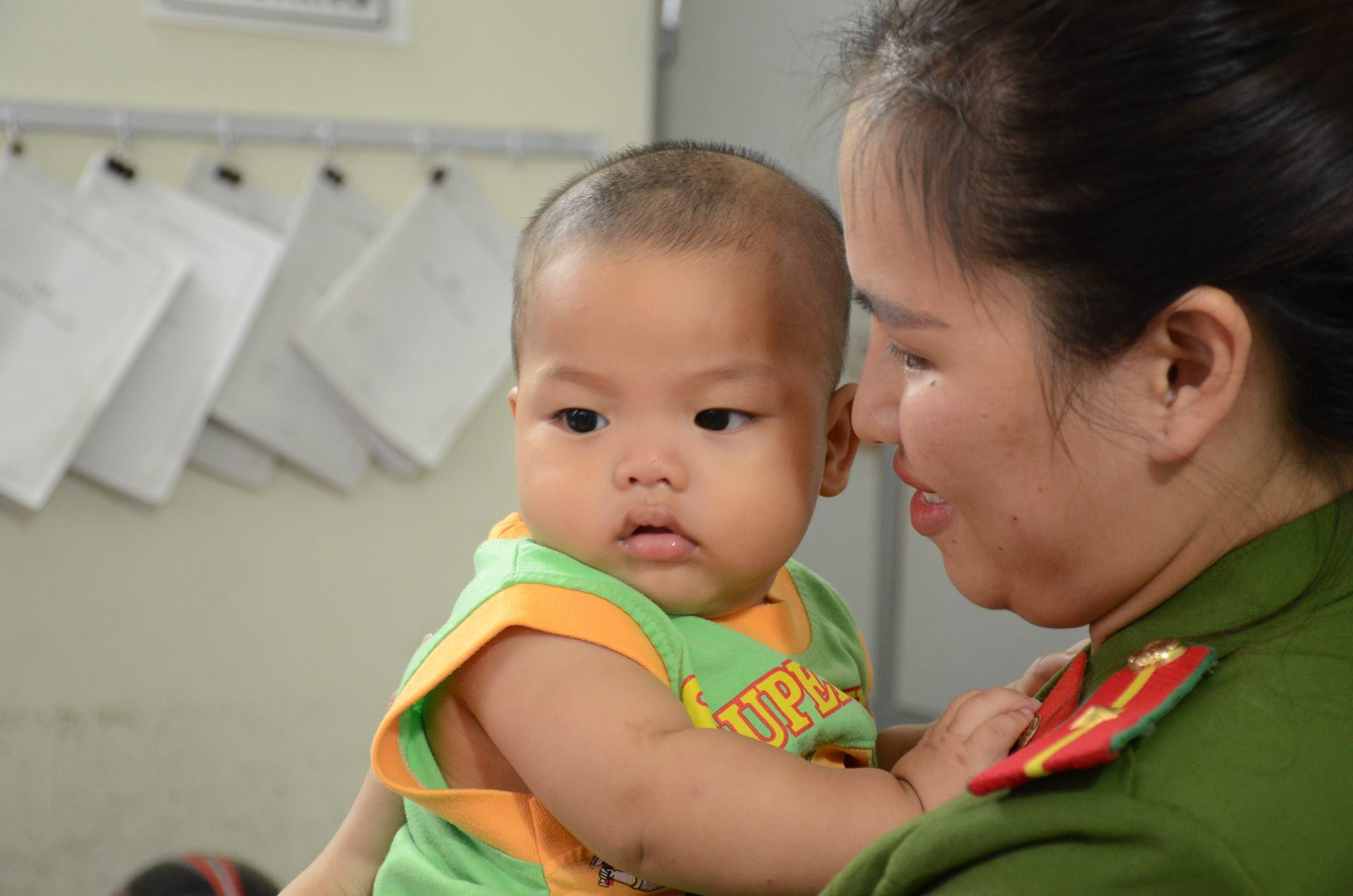 Nữ thiếu úy công an cho bé trai bị bỏ rơi bú sữa: Nếu có