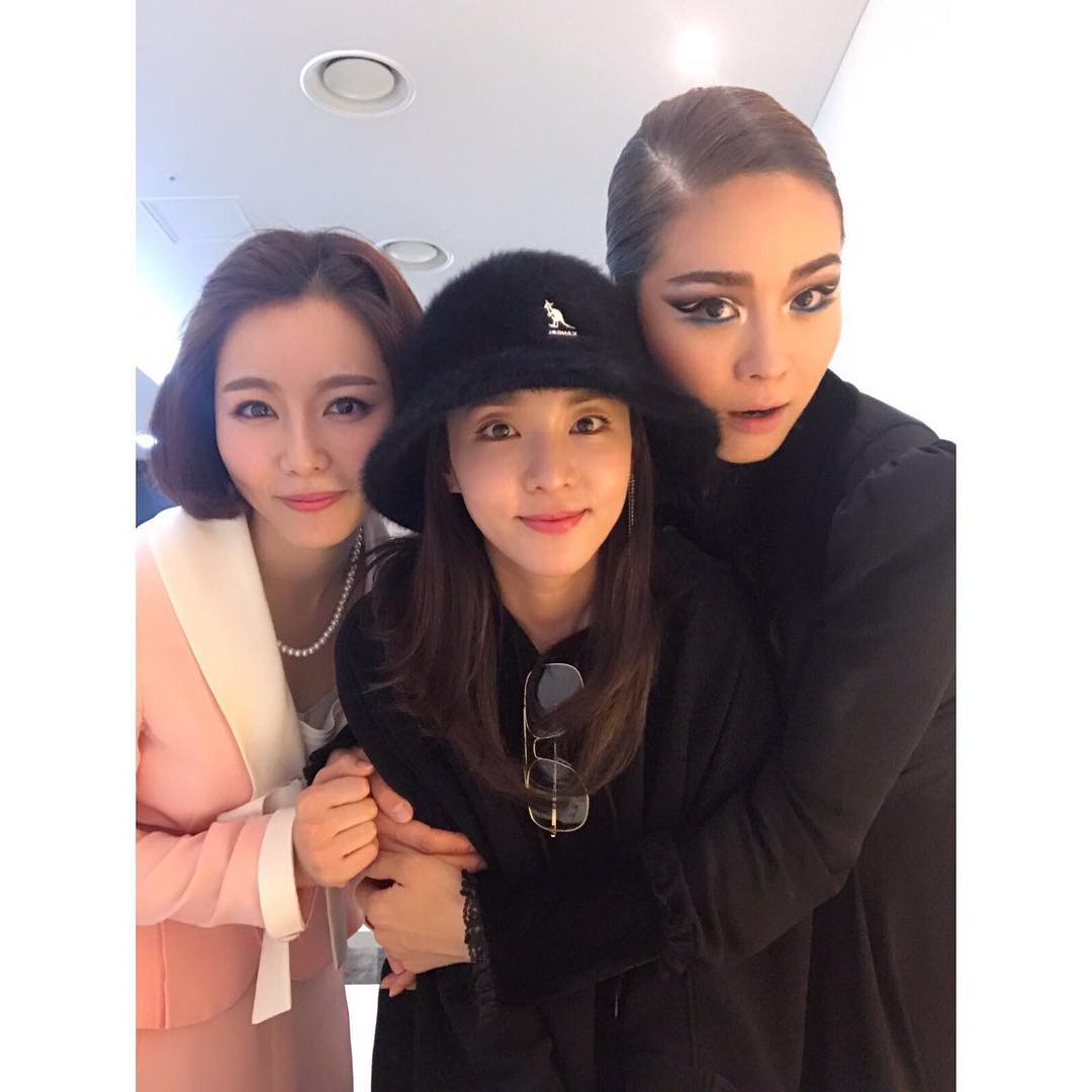 Cặp đôi vàng Song Joong Ki và Song Hye Kyo cùng loạt sao hạng A rạng rỡ đến ủng hộ nữ ca sĩ quyền lực - Ảnh 2.
