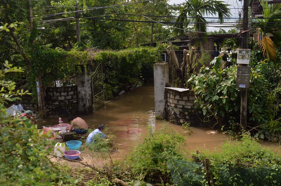 Chùm ảnh: Ninh Bình nhiều nơi nước ngập quá 2m, đường vào khu du lịch Bái Đính bị cô lập - Ảnh 12.
