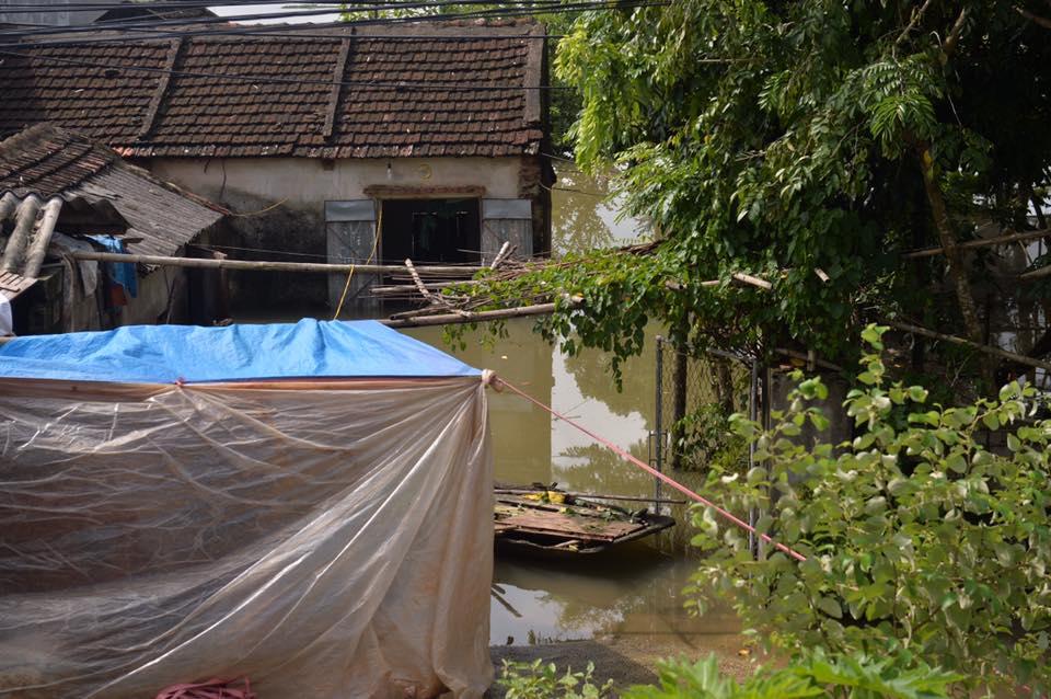Chùm ảnh: Ninh Bình nhiều nơi nước ngập quá 2m, đường vào khu du lịch Bái Đính bị cô lập - Ảnh 13.
