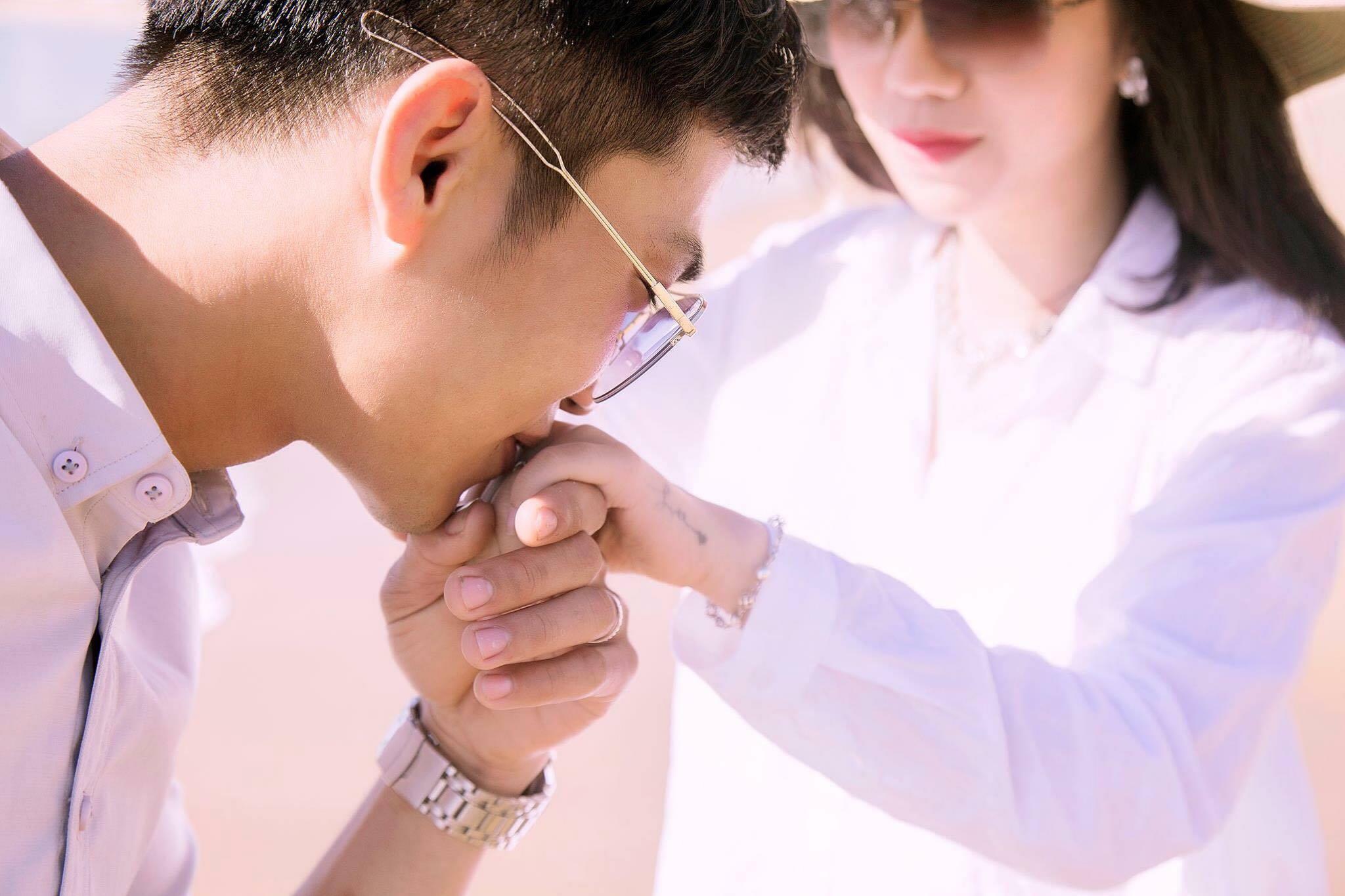 Tìm thấy tình yêu thất lạc sau 4 năm nhờ Bạn muốn hẹn hò, chàng trai nói một câu khiến cô gái đồng ý kết hôn ngay lập tức - Ảnh 1.