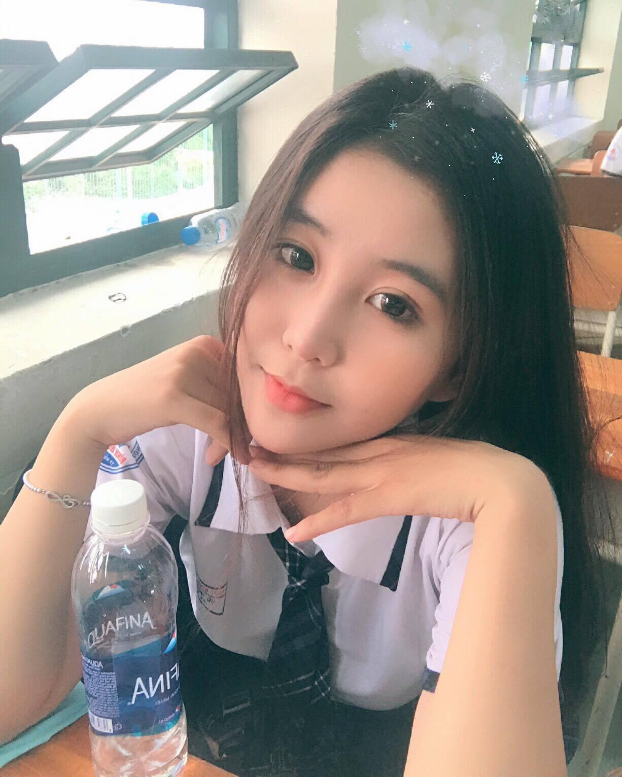 Nữ sinh 10X Sài Thành bị săm soi vì sở hữu vòng 1 đẫy đà - Ảnh 5.