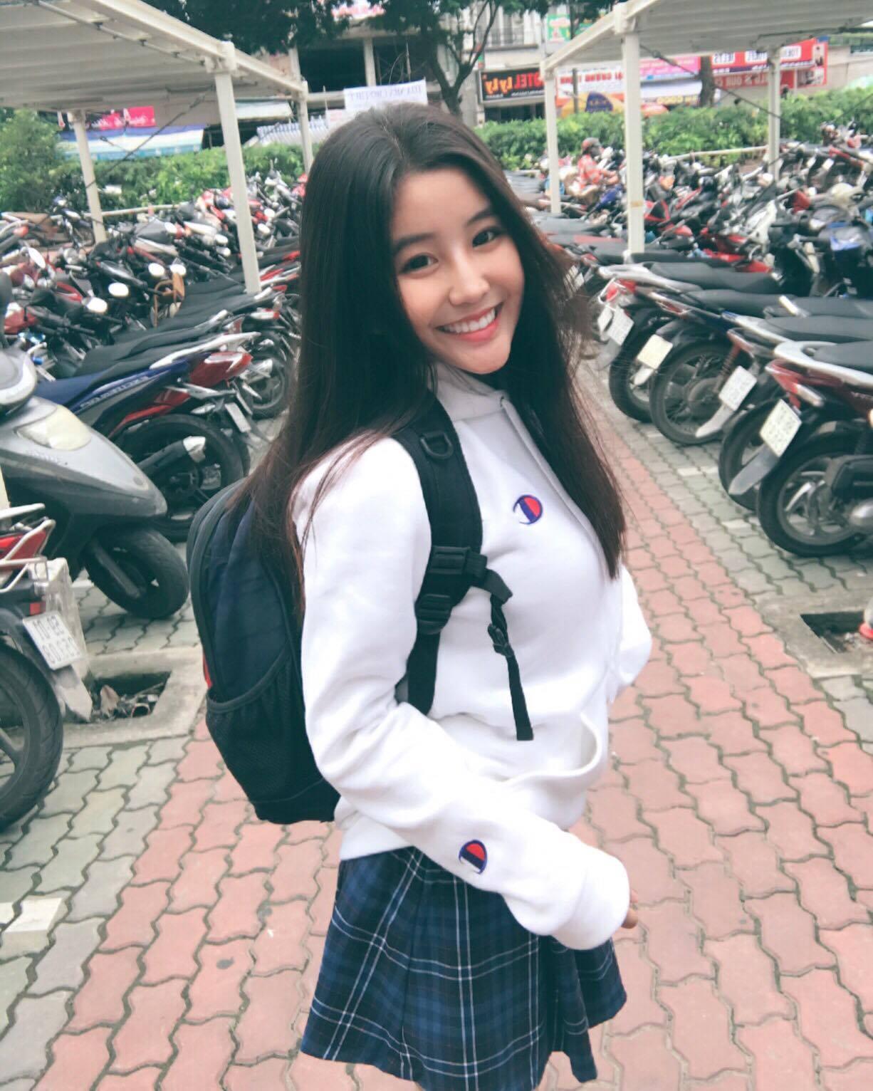 Nữ sinh 10X Sài Thành bị săm soi vì sở hữu vòng 1 đẫy đà - Ảnh 4.
