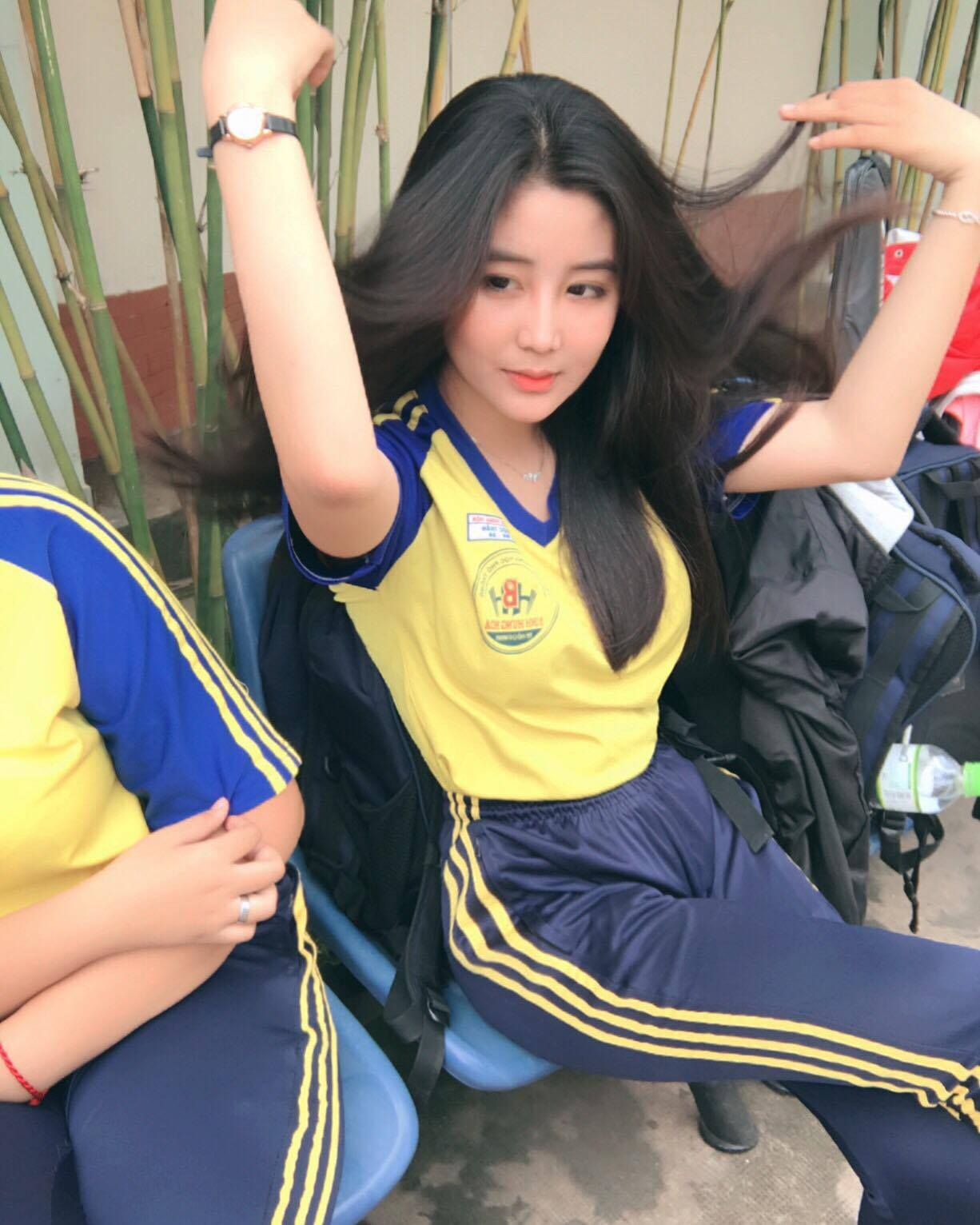 Nữ sinh 10X Sài Thành bị săm soi vì sở hữu vòng 1 đẫy đà - Ảnh 6.