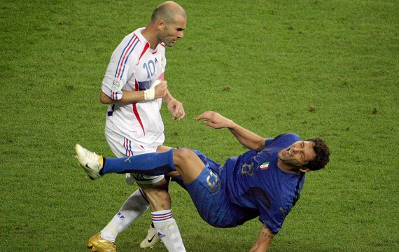 Zidane vs Mourinho: Cuộc chiến giữa thiên thần và ác quỷ - Ảnh 2.