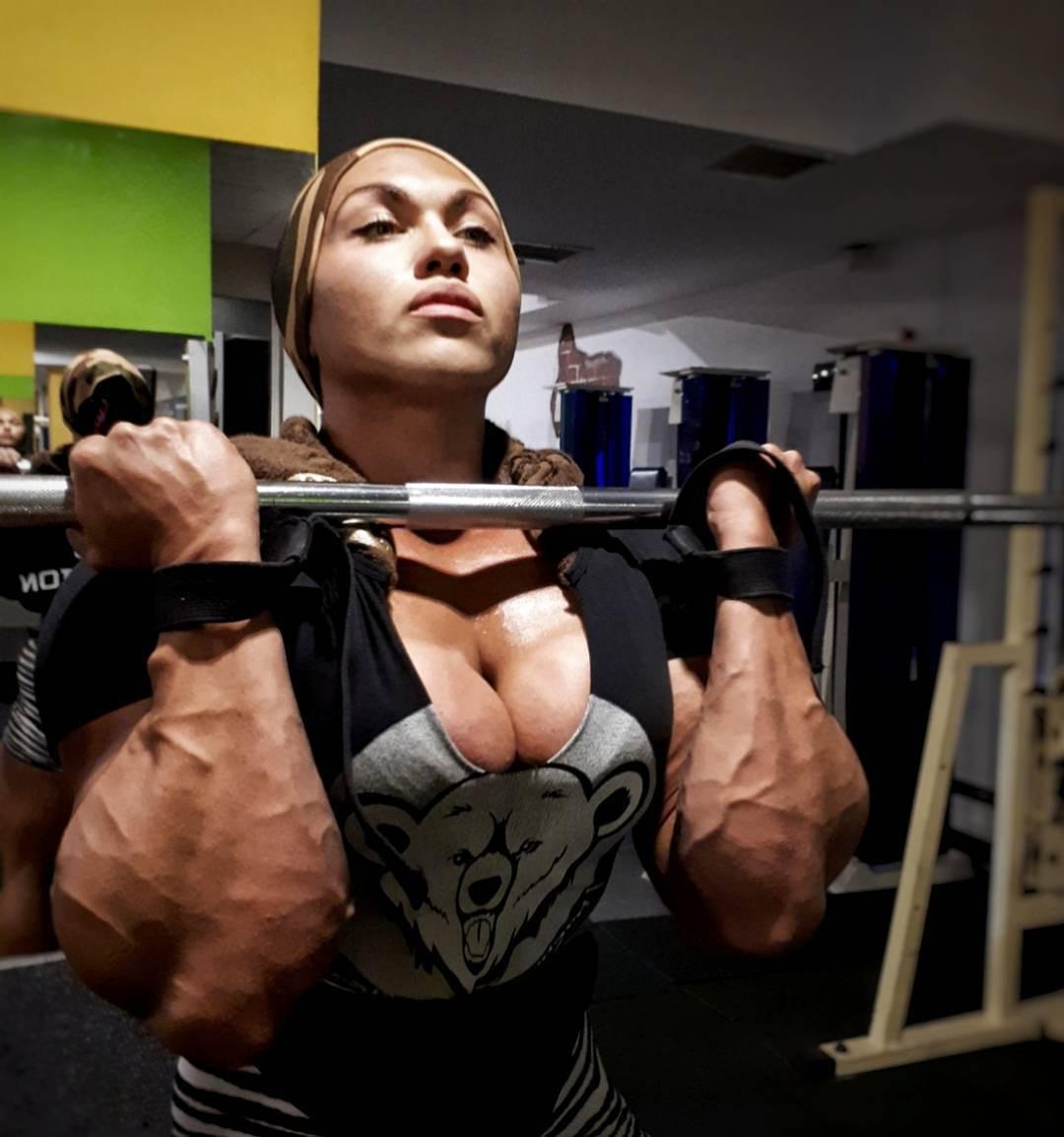 Cơ bắp cuồn cuộn của nữ VĐV thể hình vô địch châu Âu - Ảnh 12.