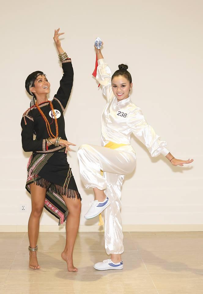 Hoàng Thùy bị nhận xét hát như... tra tấn giám khảo, Mâu Thủy ghi điểm với tài năng múa tại Hoa hậu Hoàn vũ VN - Ảnh 8.