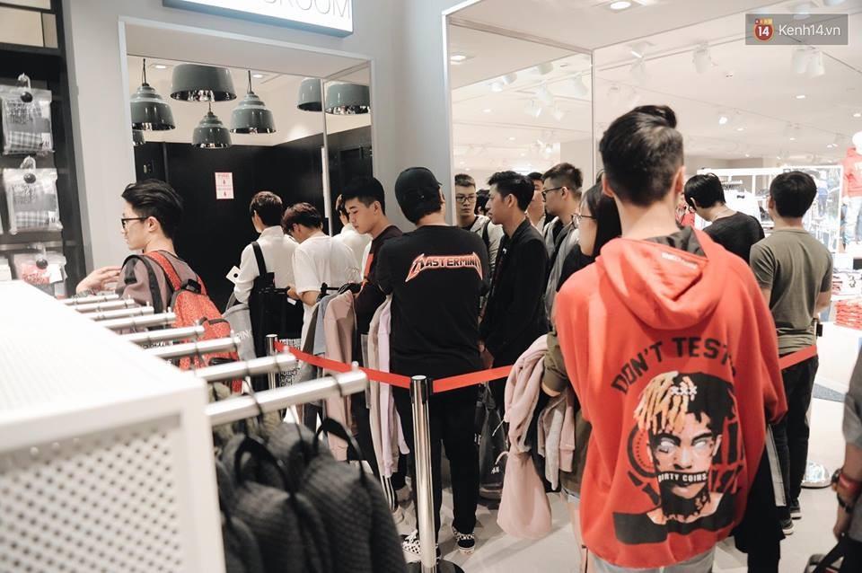 Khai trương H&M Hà Nội: Có hơn 2.000 người đổ về, các bạn trẻ vẫn phải xếp hàng dài chờ được vào mua sắm - Ảnh 29.