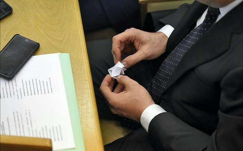 Giờ giải lao ở hội nghị chính phủ Nga: chính trị gia khoe ca vát, ăn quà vặt và selfie - Ảnh 5.