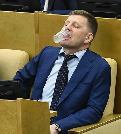 Giờ giải lao ở hội nghị chính phủ Nga: chính trị gia khoe ca vát, ăn quà vặt và selfie - Ảnh 6.