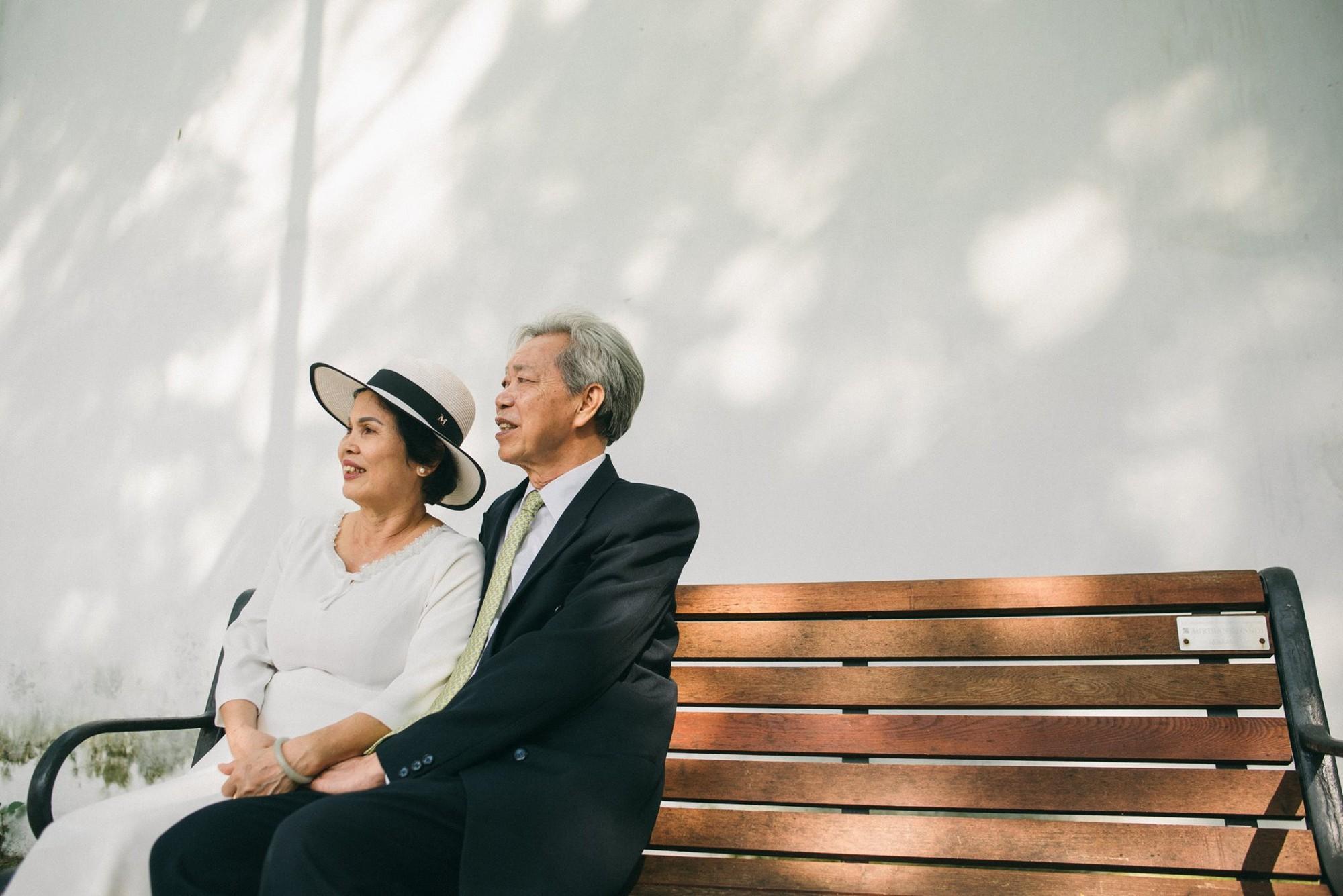 Bộ ảnh cưới đầu tiên sau 45 năm kết hôn và chia sẻ xúc động của cựu CEO Uber Việt Nam cho bố mẹ - Ảnh 5.